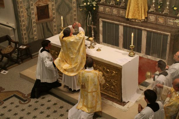 Cdf defines anglican patrimony for ordinariate st for Magasin rn st priest rouen